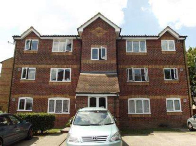 1 bed studio flat essex