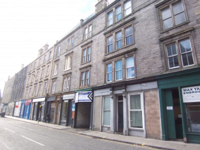 this 4 bedroom houses for rent in edinburgh guys pissing hot