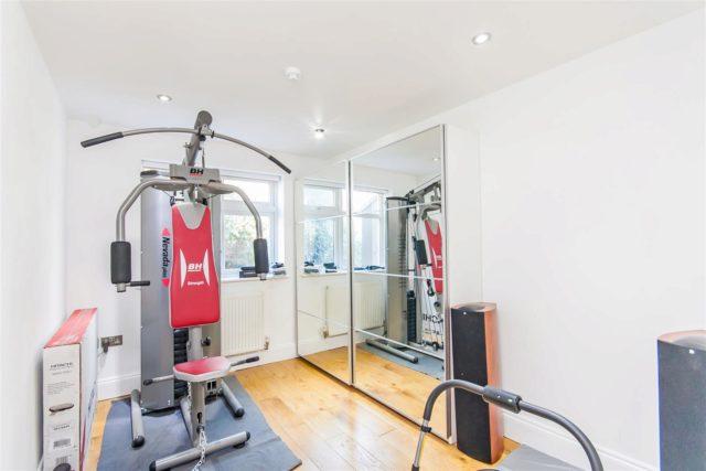 Hendon Way Brent Cross 3 bedroom Flat for sale NW4
