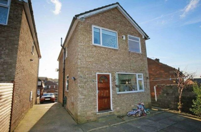 Bunkers Lane Batley 3 bedroom Detached for sale WF17