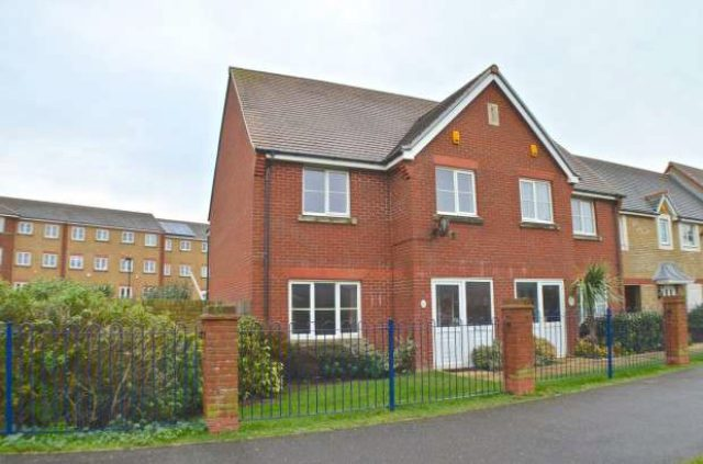 bedroom semi detached to rent at st kitts drive eastbourne bn23 5tl