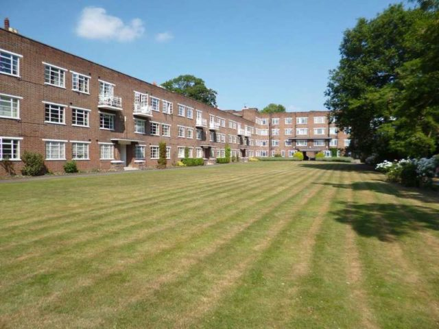 Cambridge Park Twickenham 2 Bedroom Ground Flat For Sale Tw1