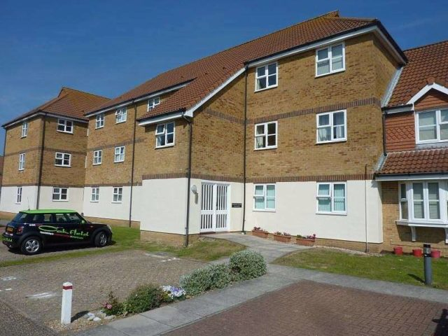 bedroom flat to rent in eastbourne bn23 at falmouth close eastbourne