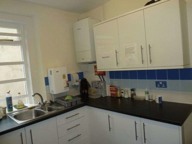 Bed Property To Rent In Dawlish Area