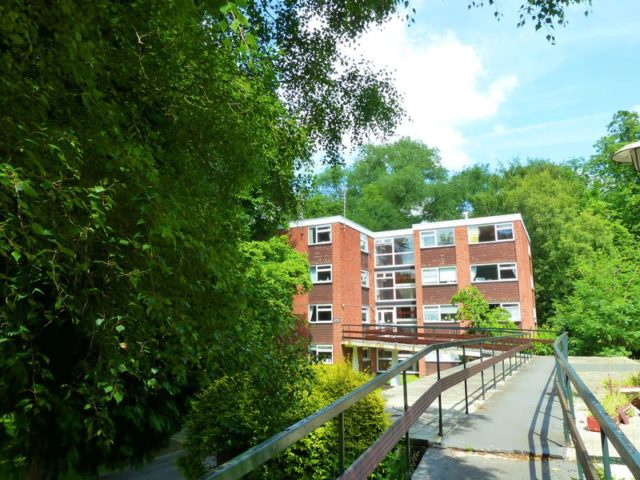 image of 2 bedroom flat to rent at salisbury close moseley birmingham