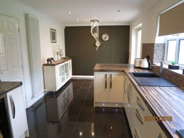 winwood fold manchester 3 bedroom detached for sale m24