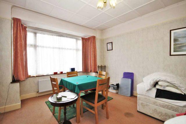 Arras avenue morden bungalow for sale sm4 - Point p arras ...