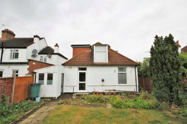 Bungalow for sale in morden bungalow sm4 property for Morden houses for sale