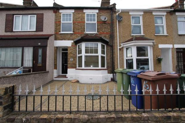 Chadwell Road Grays 3 Bedroom Houses For Sale RM17