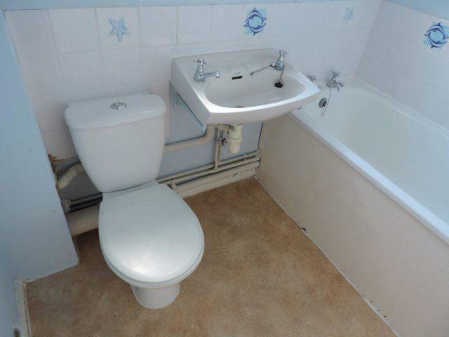 Image of 1 Bedroom Flat to rent in Peterborough, PE7 at Laburnum Avenue, Yaxley, Peterborough, PE7