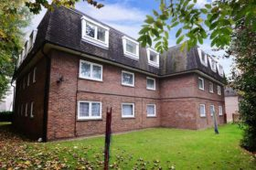 2 bedroom Ground Flat for sale