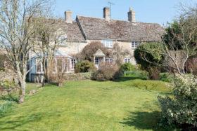 4 bedroom Cottage for sale