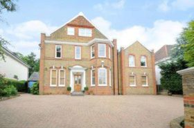 8 bedroom Detached for sale