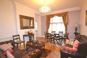 3 bedroom Flat for sale